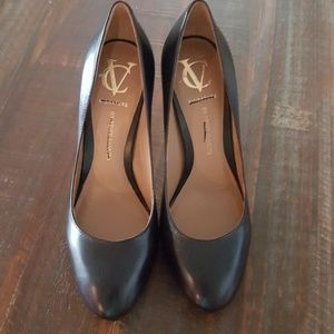 Signature by Vince Camuto Black leather heels
